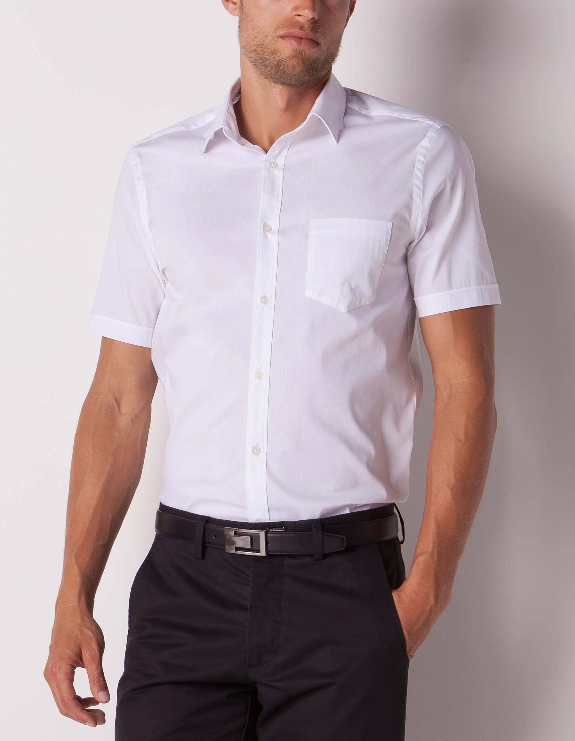 Peut-on porter une chemise à manches courtes au travail ?